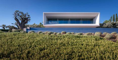 Крупнейший архитектурный веб-портал ArchDaily опубликовал материал о вилле в Греции!