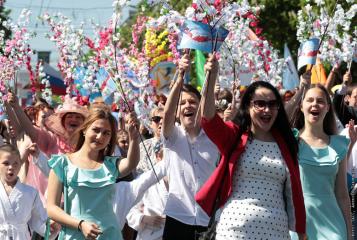 Поздравляем всех с Праздником 1 мая! Солнечного неба над головой! Мир! Труд! Единство!